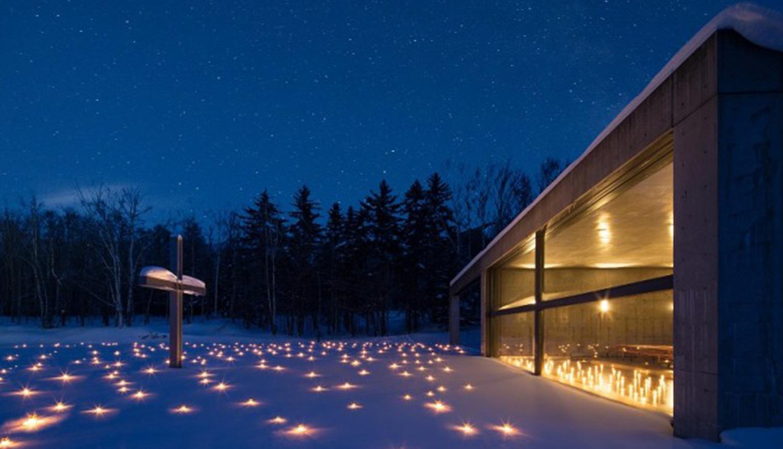 この時期ならではの魅力1<br /> 水の教会のクリスマス スノーキャンドル 1