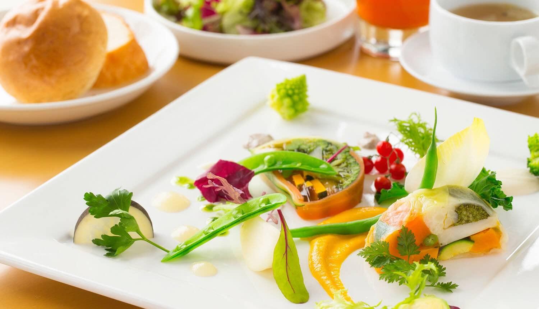<p>北海道の大自然を感じられるテラス付きカジュアル会食<br /> グリーンキッチン</p> 4