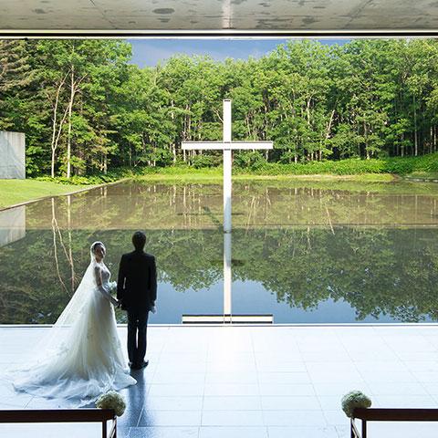 <p>この時期ならではの魅力2<br /> 花で彩られた水の教会</p> 2